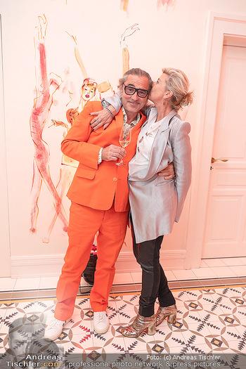 Eröffnung - Hotel Motto, Wien - Fr 01.10.2021 - Michaela KLEIN mit Ehemann111
