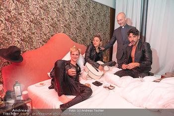 Eröffnung - Hotel Motto, Wien - Fr 01.10.2021 - Toni FABER mit Musikern in einem Hotelzimmer133