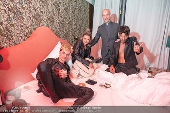 Eröffnung - Hotel Motto, Wien - Fr 01.10.2021 - Toni FABER mit Musikern in einem Hotelzimmer134