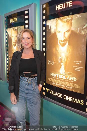 Kinopremiere ´Hinterland´ - Village Cinema, Wien - Do 07.10.2021 - Johanna SETZER4