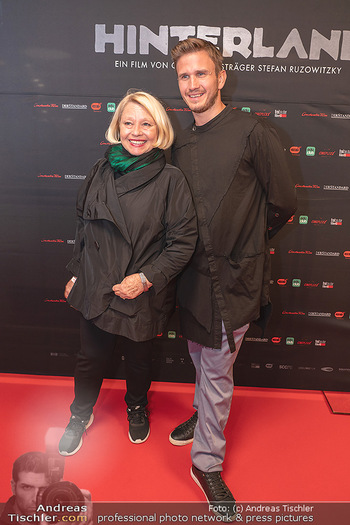 Kinopremiere ´Hinterland´ - Village Cinema, Wien - Do 07.10.2021 - Margarethe TIESEL, Michael KAUFMANN6