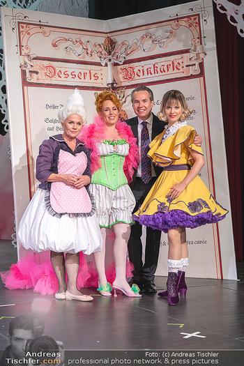 Premiere ´Wiener Blut´ - Herbsttage Blindenmarkt, Ybbsfeldhalle - Fr 08.10.2021 - Michael GARSCHALL mit den Damen des Ensembles13