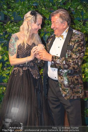 Lugner Verlobung und Geburtstag - Haus der Industrie, Wien - Sa 09.10.2021 - Richard LUGNER, Simone REILÄNDER bei Verlobung1