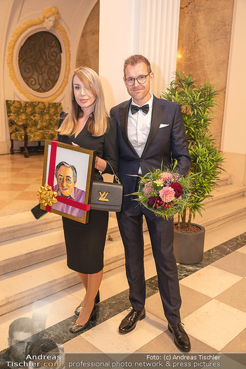 Lugner Verlobung und Geburtstag - Haus der Industrie, Wien - Sa 09.10.2021 - Norbert HOFER mit Ehefrau Verena24