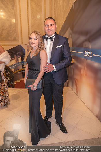 Lugner Verlobung und Geburtstag - Haus der Industrie, Wien - Sa 09.10.2021 - Jacqueline LUGNER mit Freund Leo KOHLBAUER38