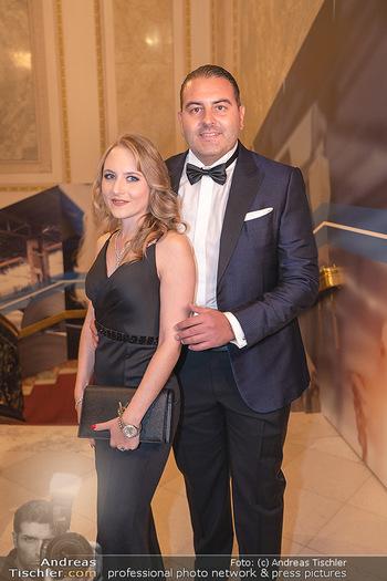 Lugner Verlobung und Geburtstag - Haus der Industrie, Wien - Sa 09.10.2021 - Jacqueline LUGNER mit Freund Leo KOHLBAUER39