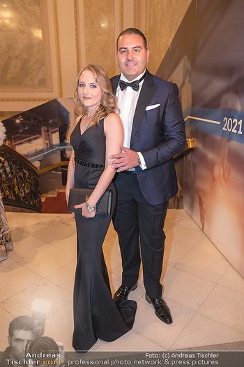 Lugner Verlobung und Geburtstag - Haus der Industrie, Wien - Sa 09.10.2021 - Jacqueline LUGNER mit Freund Leo KOHLBAUER40