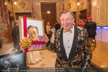 Lugner Verlobung und Geburtstag - Haus der Industrie, Wien - Sa 09.10.2021 - Richard LUGNER mit Selbstportrait, Bild41