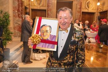 Lugner Verlobung und Geburtstag - Haus der Industrie, Wien - Sa 09.10.2021 - Richard LUGNER mit Selbstportrait, Bild42
