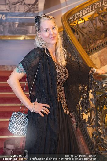 Lugner Verlobung und Geburtstag - Haus der Industrie, Wien - Sa 09.10.2021 - Simone REILÄNDER (Portrait)51