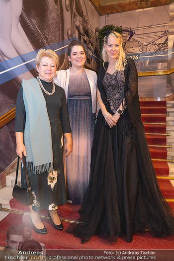 Lugner Verlobung und Geburtstag - Haus der Industrie, Wien - Sa 09.10.2021 - Familie Simone REILÄNDER mit Schwester Sonja und Mutter52