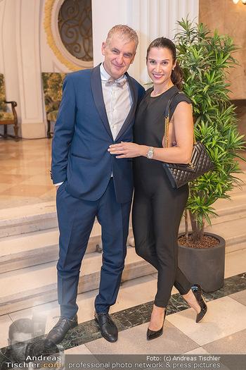 Lugner Verlobung und Geburtstag - Haus der Industrie, Wien - Sa 09.10.2021 - Arthur und Kristina WORSEG93