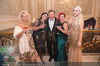 Lugner Verlobung und Geburtstag - Haus der Industrie, Wien - Sa 09.10.2021 - Richard LUGNER mit Love-Boat Damen105