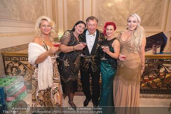 Lugner Verlobung und Geburtstag - Haus der Industrie, Wien - Sa 09.10.2021 - Richard LUGNER mit Love-Boat Damen106