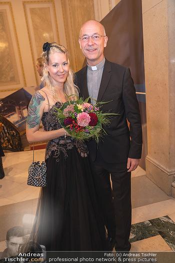 Lugner Verlobung und Geburtstag - Haus der Industrie, Wien - Sa 09.10.2021 - Toni FABER, Simone REILÄNDER111