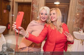 Lugner Verlobung und Geburtstag - Haus der Industrie, Wien - Sa 09.10.2021 - Karin (Zebra) KARRER, Daniela KENNEDY119