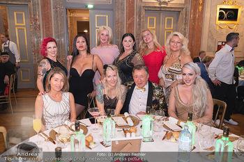 Lugner Verlobung und Geburtstag - Haus der Industrie, Wien - Sa 09.10.2021 - Richard LUGNER mit (fast) komplettem Zoo, Tierchen, Damen, Grupp121