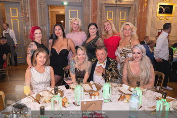 Lugner Verlobung und Geburtstag - Haus der Industrie, Wien - Sa 09.10.2021 - Richard LUGNER mit (fast) komplettem Zoo, Tierchen, Damen, Grupp122