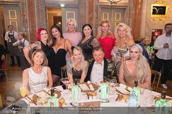 Lugner Verlobung und Geburtstag - Haus der Industrie, Wien - Sa 09.10.2021 - Richard LUGNER mit (fast) komplettem Zoo, Tierchen, Damen, Grupp123