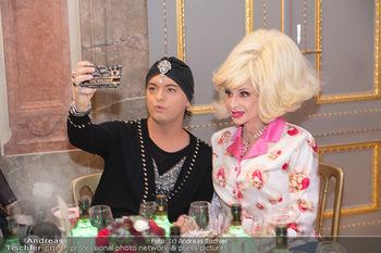 Lugner Verlobung und Geburtstag - Haus der Industrie, Wien - Sa 09.10.2021 - Julian FM STOECKEL, Angelo CONTI machen Selfie126