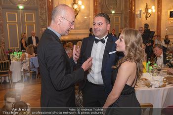 Lugner Verlobung und Geburtstag - Haus der Industrie, Wien - Sa 09.10.2021 - Jacqueline LUGNER mit Freund Leo KOHLBAUER, Anton Toni FABER137