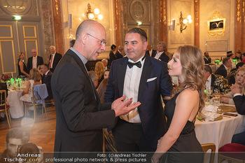 Lugner Verlobung und Geburtstag - Haus der Industrie, Wien - Sa 09.10.2021 - Jacqueline LUGNER mit Freund Leo KOHLBAUER, Anton Toni FABER138