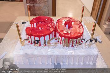 Lugner Verlobung und Geburtstag - Haus der Industrie, Wien - Sa 09.10.2021 - Die Torte zu 30 Jahre Lugner City146