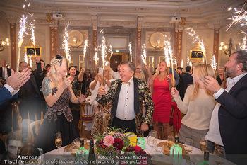 Lugner Verlobung und Geburtstag - Haus der Industrie, Wien - Sa 09.10.2021 - Richard LUGNER, Simone REILÄNDER mit Sprühkerzen, Wunderkerzen156