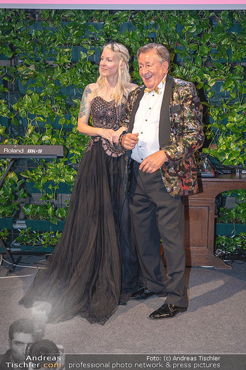 Lugner Verlobung und Geburtstag - Haus der Industrie, Wien - Sa 09.10.2021 - Richard LUGNER, Simone REILÄNDER bei Verlobung194