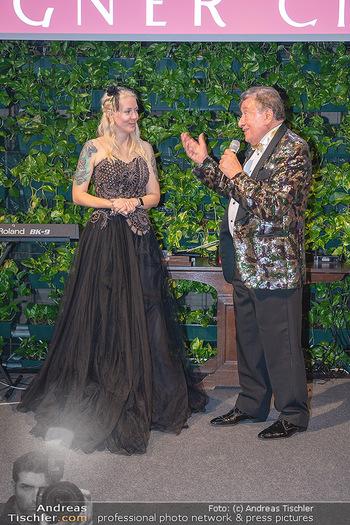 Lugner Verlobung und Geburtstag - Haus der Industrie, Wien - Sa 09.10.2021 - Richard LUGNER, Simone REILÄNDER bei Verlobung195