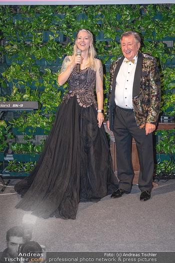 Lugner Verlobung und Geburtstag - Haus der Industrie, Wien - Sa 09.10.2021 - Richard LUGNER, Simone REILÄNDER bei Verlobung196