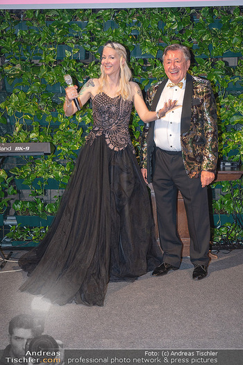 Lugner Verlobung und Geburtstag - Haus der Industrie, Wien - Sa 09.10.2021 - Richard LUGNER, Simone REILÄNDER bei Verlobung197
