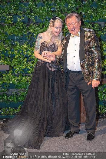 Lugner Verlobung und Geburtstag - Haus der Industrie, Wien - Sa 09.10.2021 - Richard LUGNER, Simone REILÄNDER bei Verlobung200