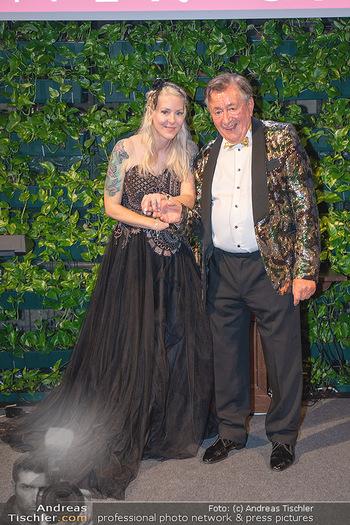 Lugner Verlobung und Geburtstag - Haus der Industrie, Wien - Sa 09.10.2021 - Richard LUGNER, Simone REILÄNDER bei Verlobung201
