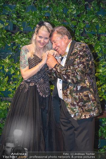 Lugner Verlobung und Geburtstag - Haus der Industrie, Wien - Sa 09.10.2021 - Richard LUGNER, Simone REILÄNDER bei Verlobung203