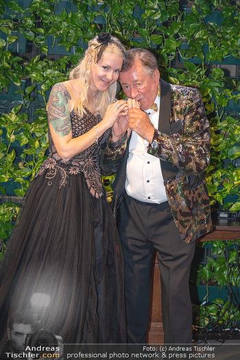 Lugner Verlobung und Geburtstag - Haus der Industrie, Wien - Sa 09.10.2021 - Richard LUGNER, Simone REILÄNDER bei Verlobung204