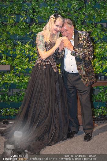 Lugner Verlobung und Geburtstag - Haus der Industrie, Wien - Sa 09.10.2021 - Richard LUGNER, Simone REILÄNDER bei Verlobung205