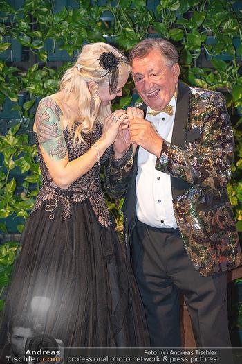 Lugner Verlobung und Geburtstag - Haus der Industrie, Wien - Sa 09.10.2021 - Richard LUGNER, Simone REILÄNDER bei Verlobung206