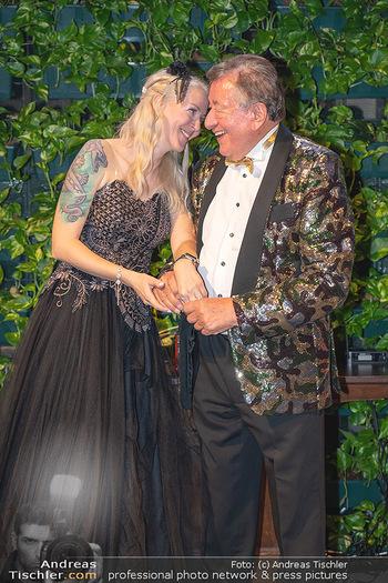 Lugner Verlobung und Geburtstag - Haus der Industrie, Wien - Sa 09.10.2021 - Richard LUGNER, Simone REILÄNDER bei Verlobung207