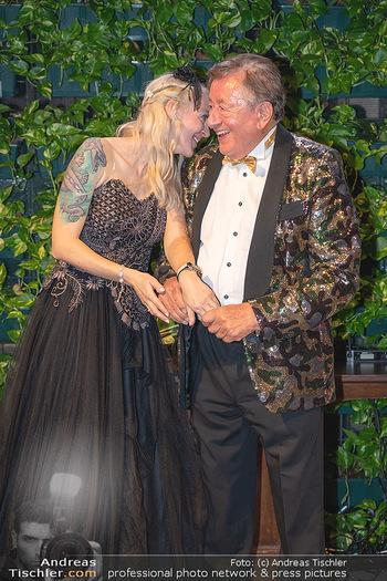Lugner Verlobung und Geburtstag - Haus der Industrie, Wien - Sa 09.10.2021 - Richard LUGNER, Simone REILÄNDER bei Verlobung208