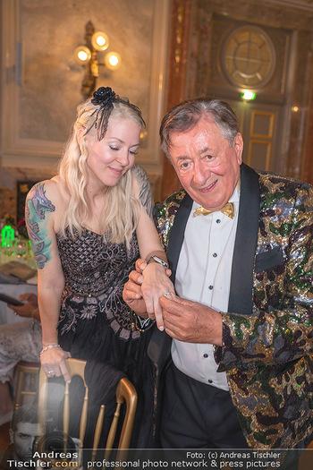 Lugner Verlobung und Geburtstag - Haus der Industrie, Wien - Sa 09.10.2021 - Richard LUGNER, Simone REILÄNDER bei Verlobung209