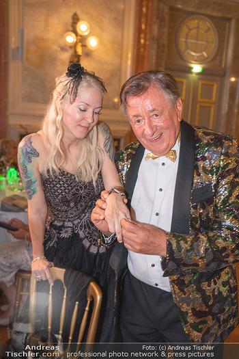 Lugner Verlobung und Geburtstag - Haus der Industrie, Wien - Sa 09.10.2021 - Richard LUGNER, Simone REILÄNDER bei Verlobung210