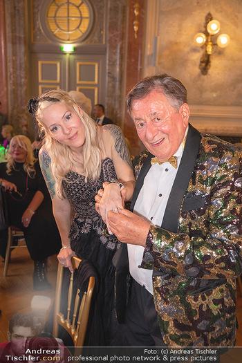 Lugner Verlobung und Geburtstag - Haus der Industrie, Wien - Sa 09.10.2021 - Richard LUGNER, Simone REILÄNDER bei Verlobung211