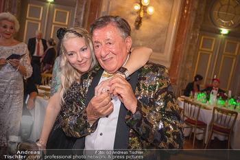 Lugner Verlobung und Geburtstag - Haus der Industrie, Wien - Sa 09.10.2021 - Richard LUGNER, Simone REILÄNDER bei Verlobung212
