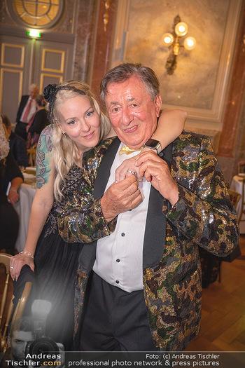 Lugner Verlobung und Geburtstag - Haus der Industrie, Wien - Sa 09.10.2021 - Richard LUGNER, Simone REILÄNDER bei Verlobung213
