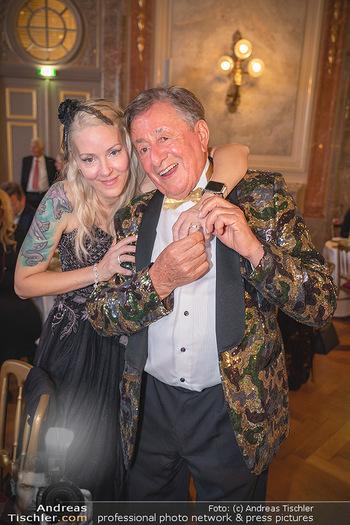 Lugner Verlobung und Geburtstag - Haus der Industrie, Wien - Sa 09.10.2021 - Richard LUGNER, Simone REILÄNDER bei Verlobung214