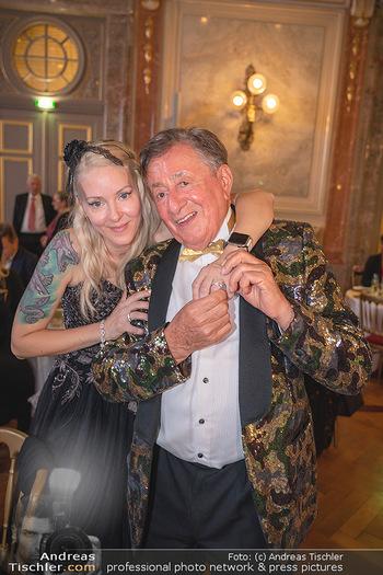 Lugner Verlobung und Geburtstag - Haus der Industrie, Wien - Sa 09.10.2021 - Richard LUGNER, Simone REILÄNDER bei Verlobung215