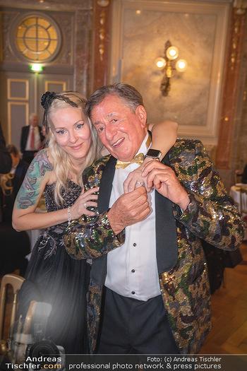 Lugner Verlobung und Geburtstag - Haus der Industrie, Wien - Sa 09.10.2021 - Richard LUGNER, Simone REILÄNDER bei Verlobung216