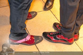 Buchpräsentation ´The Art of Shiki´ - Shiki, Wien - Mo 11.10.2021 - bunte, designer Schuhe, rote Schuhe70