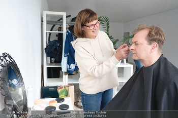 Plakat Fotoshooting - Fotostudio Berndorf - Mi 13.10.2021 - Alexander JAGSCH in der Maske, Visagistin2
